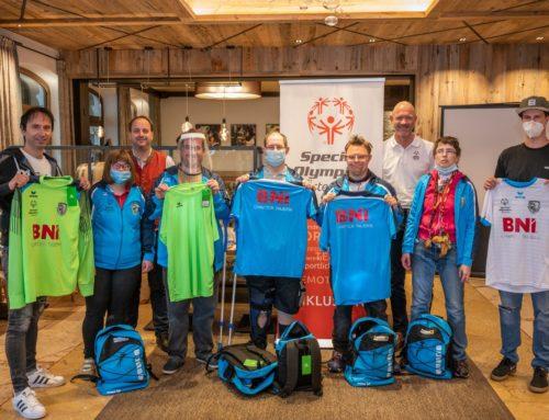 BNI Chapter Tauern stattete Special Olympics Fußballteam Radstadt mit kompletter Ausrüstung aus